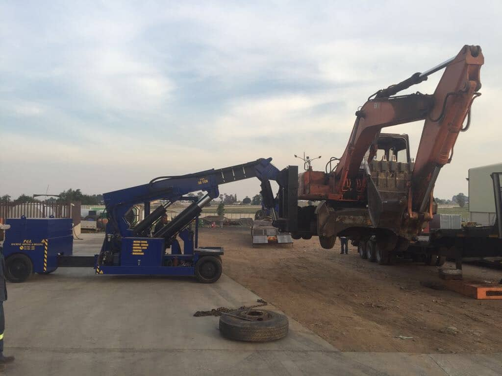 30 Ton Mobi Lift - P&L Machine Moving & Rigging